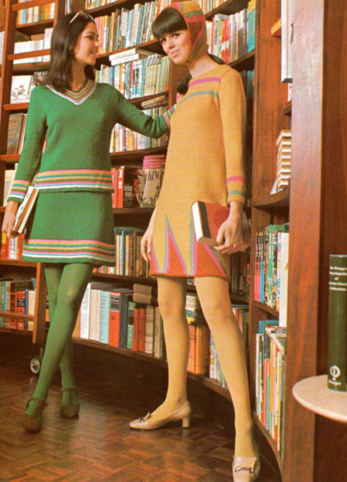 theswinginsixties:  Fashion in the library for Columbia-Minerva, 1968.
