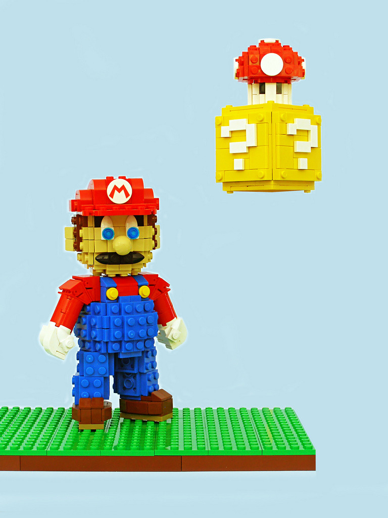 Super Mario Sculpture (by Legohaulic)