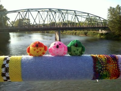 this is so cute! maiyamayhem:  Hey! My yarn bombing made a Best Of list! Super cool! Mine is in the third photoset from the bottom- the knitted bridge.