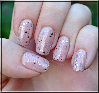 Pretty pink and glitter! (via madamluck)