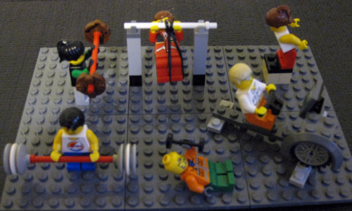 ktpoy:  crossfittinhawaiiantexaschick:  CrossFitting Legos!!! I love it!! :D  Love love love.