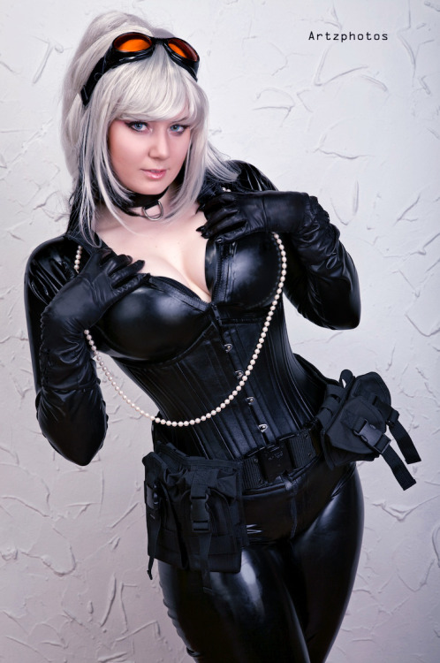 turner-d-century:  thequeenriot:  BRB, Heroescon you guys.  Black Cat cosplay