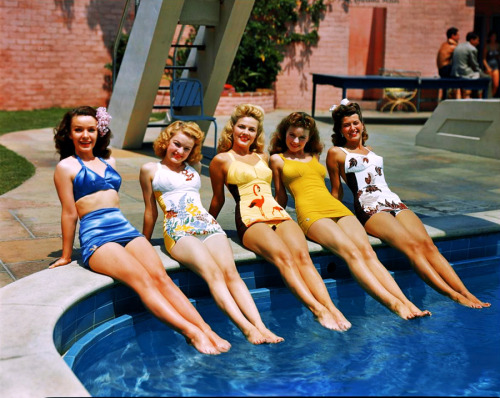 Fox starlets Mary Anderson, June Haver,Gale Robbins, Jeanne Crain, and Trudy Marshall 1943