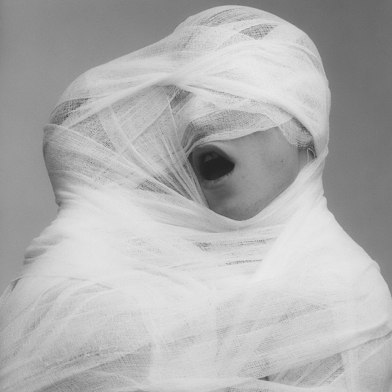 alecshao:  Robert Mapplethorpe - White Gauze, 1984