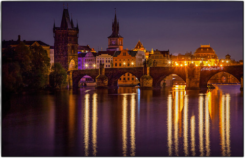 mmmmmelanie:  zarzor:  Prague-Karlsbruecke @ Night by MichaelSanderDU on Flickr.  miss you city 2