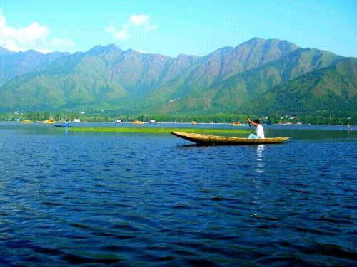 annudius:  Dal Lake, #Kashmir#Kashmir #lake #nature #CapturedMoment #photography #wwpics(from @KoshurKoor on Streamzoo)
