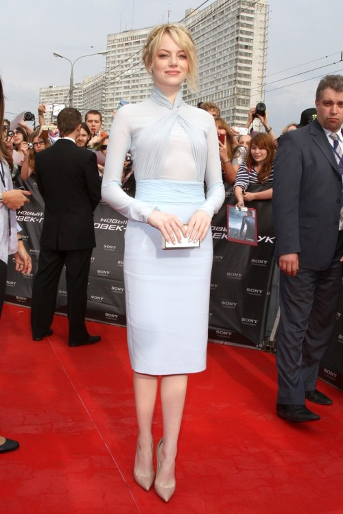 Spotted: Emma Stone in nude Christian Louboutin pumps.