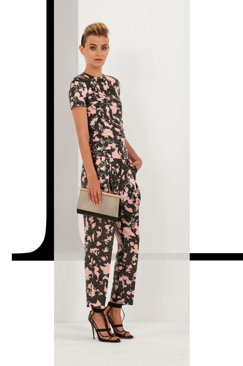 Diane von Furstenberg Resort 2013 De estampados y colores llamativos. ….. Diane von Furstenberg Resort 2013 Of bold colors and patterns.