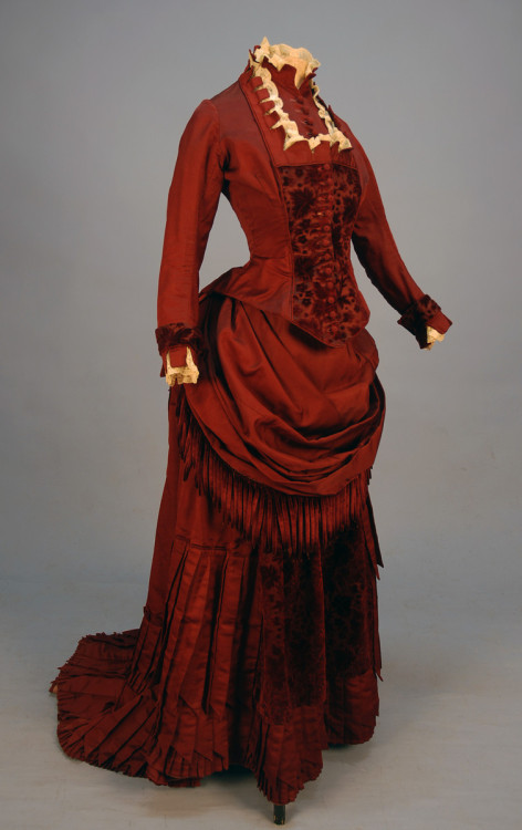 omgthatdress:  Dress 1880s Whitaker Auctions