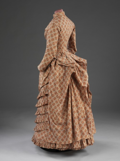 omgthatdress:  Dress 1885 The Victoria & Albert Museum