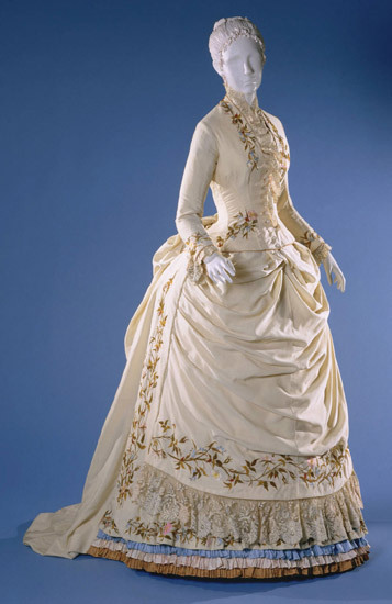 omgthatdress:  Dress 1885 The Philadelphia Museum of Art  This right here is the dress equivalent of a wedding cake