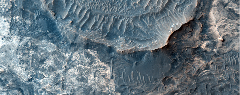 Wrinkle ridges on Mars contribute interesting surface features in the Meridiani Planum area, where the Opportunity rover is exploring. (via HiRISE | Ridges in Meridiani Planum (ESP_025386_1800))