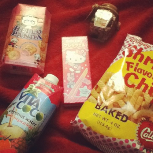 I Love Going To The Asian Store |#food #foodgasm #foodporn #snacks #asian #hellokitty #hellopanda #shrimpchip #vitacoco #juice (Taken with Instagram)