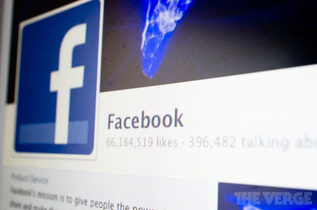 Facebook despliega la edición de comentarios con un historial más visible de todos los cambios thisistheverge:  Facebook rolling out comment editing with a viewable history of all changes  Facebook is rolling out a new feature that will allow users to edit their own comments on the site. Instead of deleting and reposting comments, you'll soon be able to simply edit them directly. When you do, Facebook will show an edit history to all users that will show the previous versions of your comment.