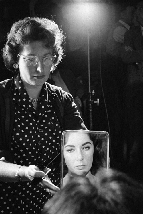 Elizabeth Taylor on the set of Suddenly, Last Summer (1959, dir. Joseph L. Mankiewicz) Photographer: Burt Glinn (via)