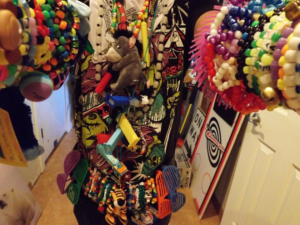 throwmeintothesea:  hey, it's me again :D but juss my rave gear c: