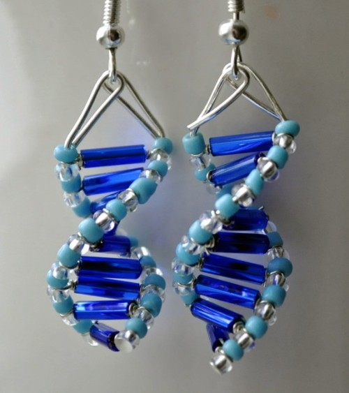 bekindplzrewind:  mapachevstlacuache:  'Skinny Blue Genes' DNA Earrings  I always love some good science jewelry :)