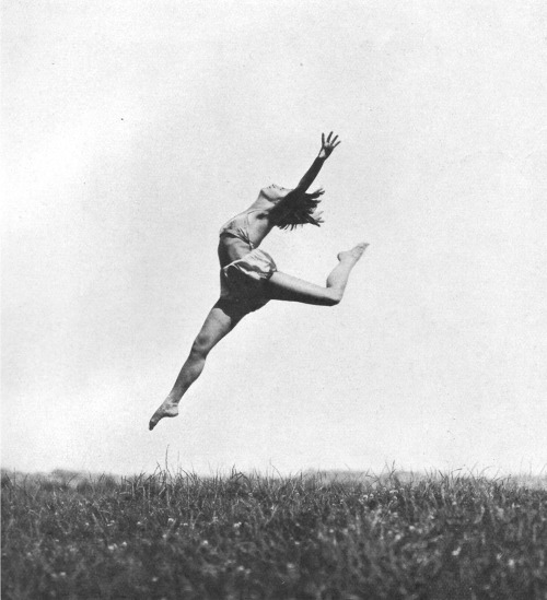 A leaping dancer from the Ida Herion School in Stuttgart, 1926 photo by Paul Isenfels