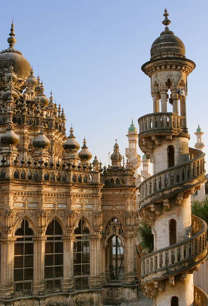 indiainablog:  Junagadh  (gujarat) The Mahabat Maqbara mausoleum is a late nineteenth century (1892) Muslim tomb; a dream from tales of a thousand and one nights; hardly old enough to be regarded as historical by Indian standards. This magnificent structure is crumbling and in great need of care. The people of Junagadh apparently take it for granted. Let's hope they wake up and restore of this splendid gem in their midst.
