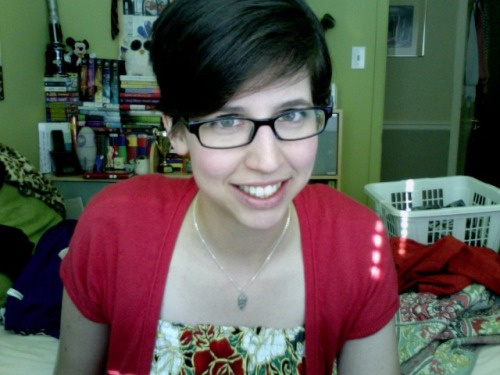 thingaweekgirls:  Thing 1.1 I CUT MA HURR OFF! I cut my hair. It's no longer there. Please ignore the laundry in the background.  So cute!!! I love it!