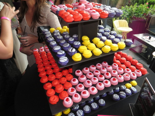 poplipps:  Cupcakes at the Life and Style event… @LIfe_and_Style