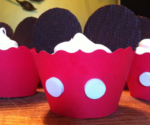 tweetface:  Mickey Mouse cupcakes