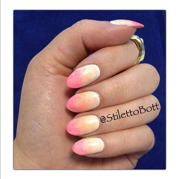 stilettobott:  Strawberry Peach…for the Beach (Taken with Instagram)  This is so pretty!