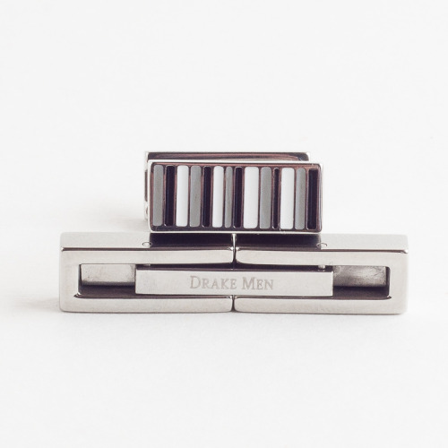 Double sided cufflinks that go great for business meetings, happy hour, weddings, or just a regular date night!