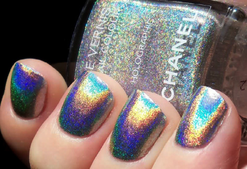 what-do-i-wear:   holographic inspiration by Chanel