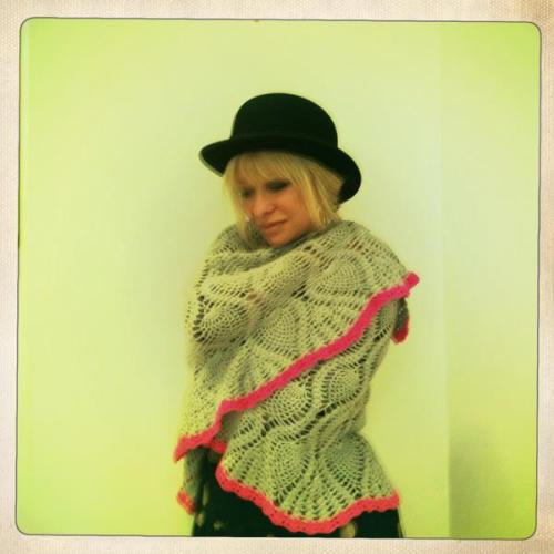 Jo Wood modelling her bespoke Pineapple stitch shawl. Dove grey with cerise pink shell edge trim… I got to sample some of her 'Organics' range - Gorgeous!