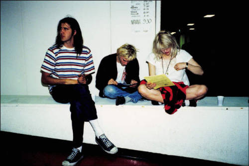 youremyvitamins:  Krist Novoselic, Kurt Cobain, & Courtney Love, Belfast, June 22, 1992