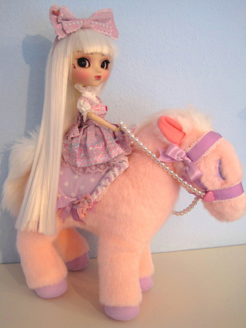 beinacht:  Angelic Pretty Magical Pony bag x Pullip  My teeth just rotted :D