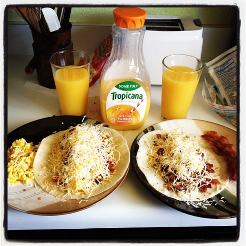 Made breakfast burritos for my sister and I 😄😍 #summer #breakfastburrito #bacon #bacon #baconbaconbacon (Taken with Instagram at Casa De Taylor 👑🍴)