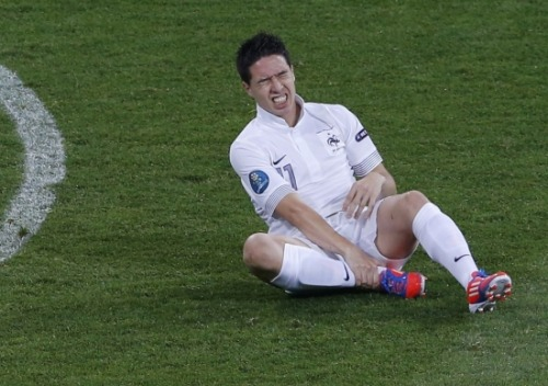 Samir Nasri deciding to switch from the Adidas Predator LZ to the Adidas F50 Adizero for the game against Sweden.