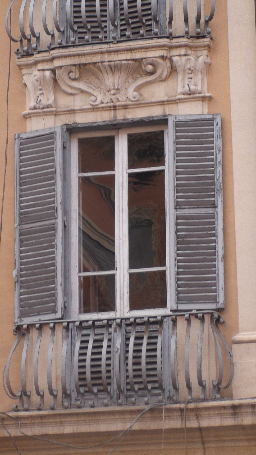live-2-learn:  window on a roman street