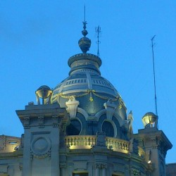 A building detail in #valencia #city / #buildings #history #cities #light #lights #blue #sky #beauty #architecture #instagram #igers    (Tomada con Instagram)