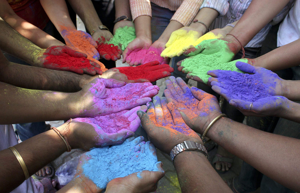 chazkeats:   astickfigureillustration:   unsolnosilumina:   Holi, the Hindu festival of colour. (x)   This has to be the most beautiful celebration on the planet.   #yay #pictures of the ACTUAL FESTIVAL instead of pictures of a bunch of white kids acting like it's an extension of warped tour
