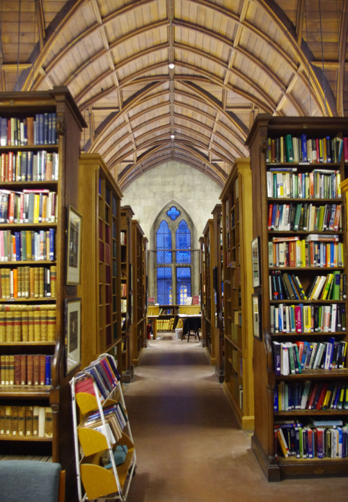 iridescent-photography:  Exeter College Library, Oxford.