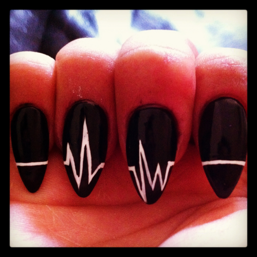 Dope nails of the day ;) nailsbyregina:  Flatlines…