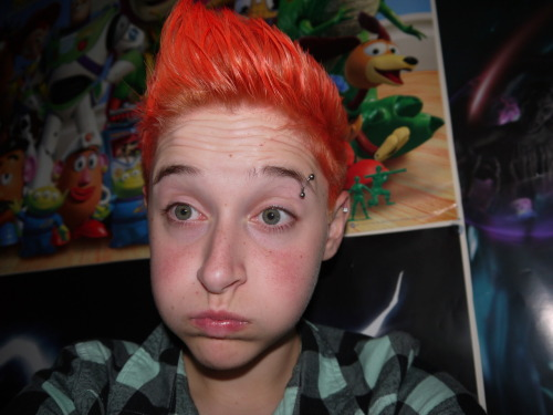 magicandvoidstuff:  hair did an orange :3