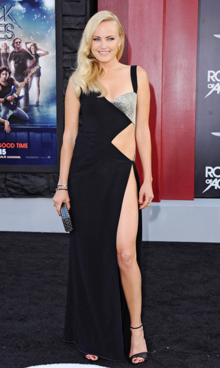 Malin Akerman in waist slit dress without panties Exactly how Anja Rubik wore a dress so high that she could not have wore any underwear, Malin Akerman does exactly the same.  Definitely an effort to outdo Angelina Jolie.