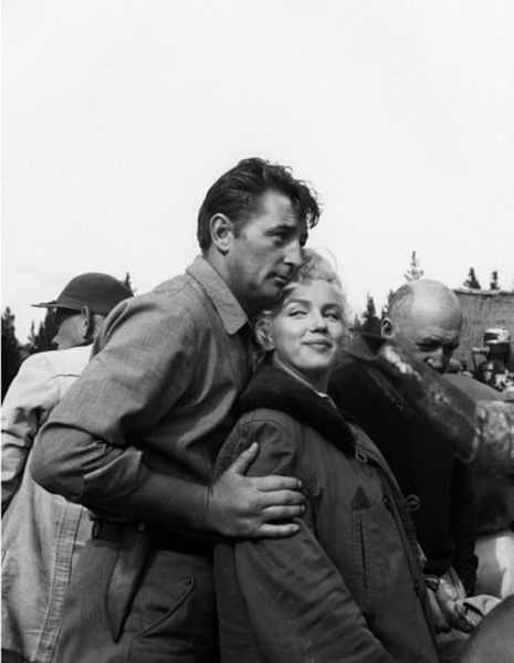 1953: Marilyn Monroe and Robert Mitchum in Canada on the set of River Of No Return.