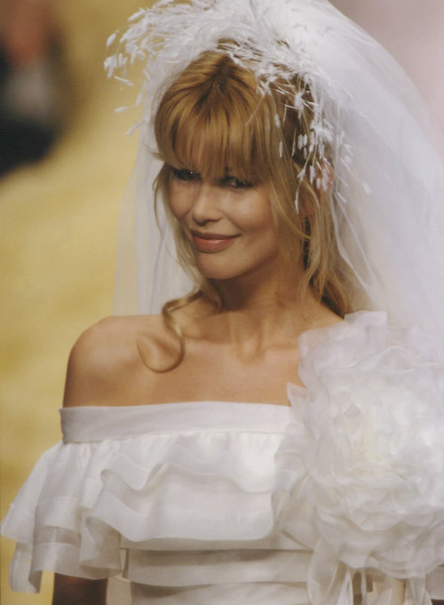 bitchismad:  Claudia Schiffer at Chanel haute couture s/s 1995
