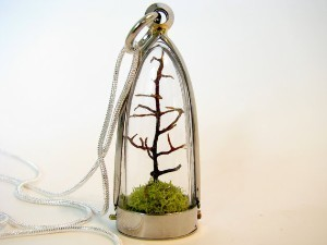 OMG A terrarium necklace. Yes, I want.