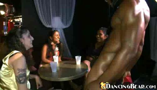 Girls having fun with masked ebony strippernew videotime 11:43 minLink: http://is.gd/uTUUSM