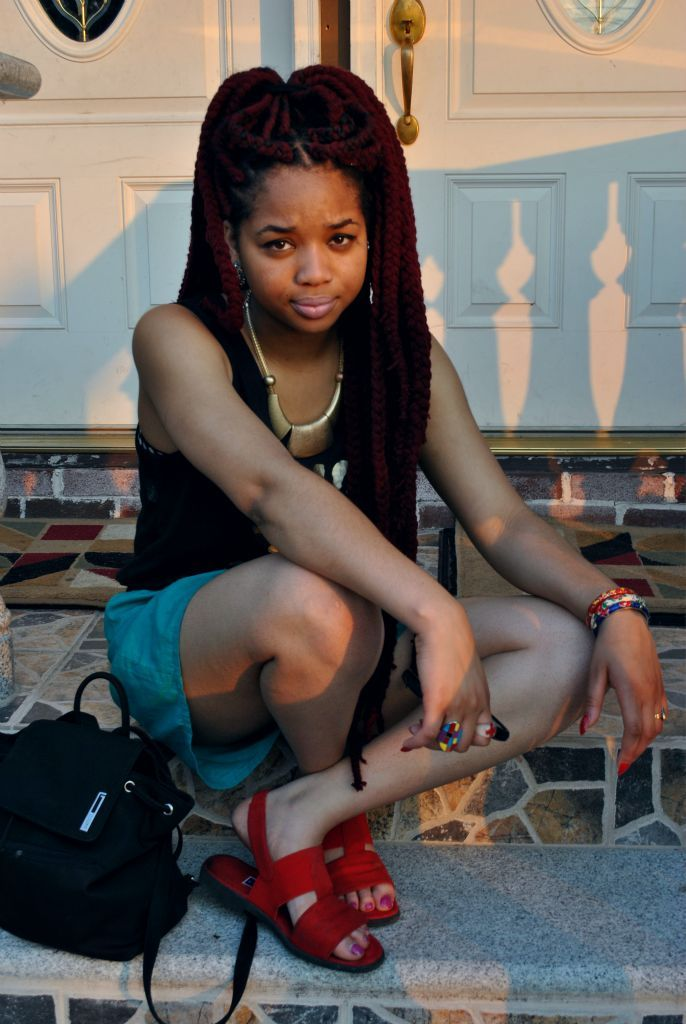 mynamemeansmusic:  ognne:  :)  now i miss my braids   Her braids are amazing.