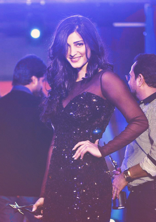 gorgeous-shruti-hassan:  gorgeous shruti at SOUTH INDIAN INTERNATIONAL MOVIE AWARDS FUNCTION