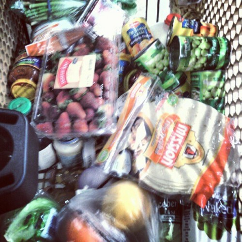 Grocery shopping #healthychoice #eatinggood #feelinggood #safeway (Taken with Instagram)