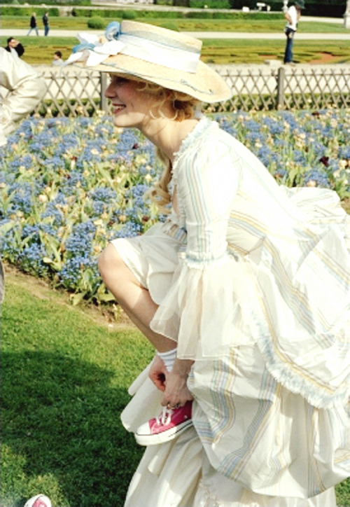 stabmeintheneck:  Kirsten Dunst on the set of Marie Antoinette