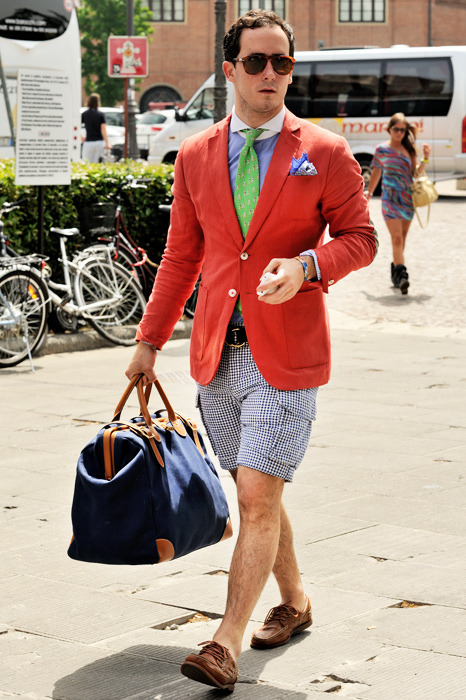 i like the idea of wearing shorts with a tie and blazer but i wish the shorts didnt have cargo pockets.